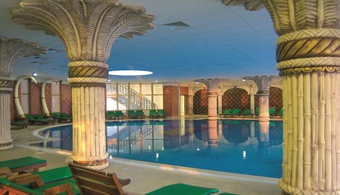 Marina Royal Palace Duni piscina interioara